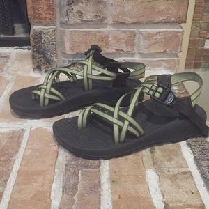 Beautiful green Chaco women's active sandals